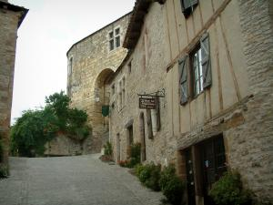 Cordes-sur-Ciel - Paved Sloping street and its stone houses