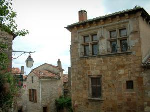 Cordes-sur-Ciel - Stone houses in the medieval town