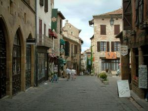 Cordes-sur-Ciel - Paved street in the upper town (medieval town) with its stone houses and its shops