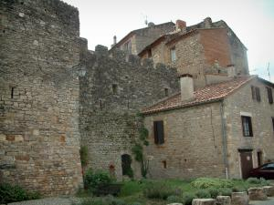 Cordes-sur-Ciel - Fortifications and stone houses in the medieval town
