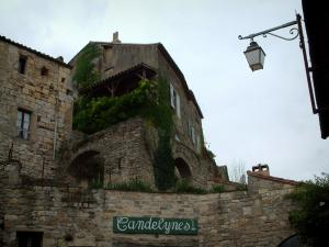 Cordes-sur-Ciel - Lamppost and stone houses of the medieval town
