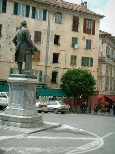 Corte - Paoli square with the Pascal Paoli's bronze statue, houses in background