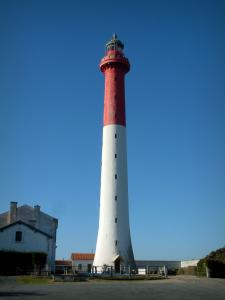 La Coubre lighthouse - Red and white lighthouse