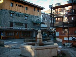 Courchevel - Fountain, shops and residences of the Courchevel 1850 ski resort (winter sports)