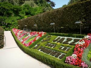 Coutances - Botanical garden: path, flowerbeds, flowers, hedge and trees