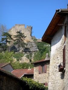 Crémieu - Delphinal castle (fortified castle) on the Saint-Laurent hill overlooking the roofs of the medieval town