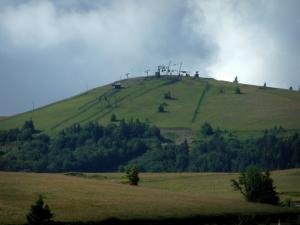 Crest road - Markstein with its ski lifts (Ballons des Vosges Regional Nature Park)