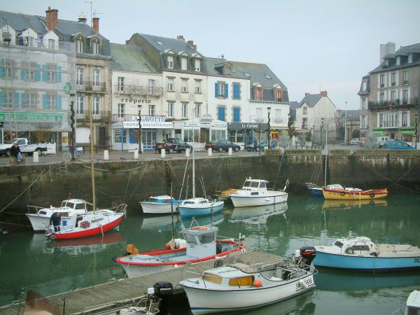 Le Croisic - Port with its boats, quay and houses