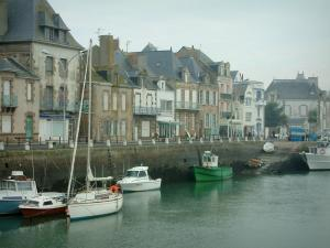 Le Croisic - Boats, quay and houses