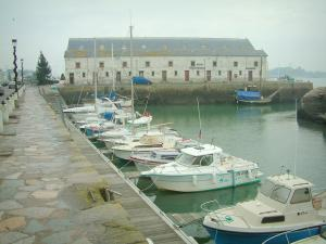 Le Croisic - Quay, port with its boats and covered market hall