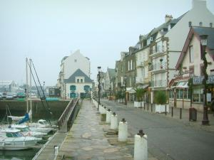 Le Croisic - Boats in the port, quay and houses