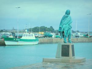 Le Croisic - Pierre Bouguer's statue, boat moored to the quay, lampposts and turbulent sky