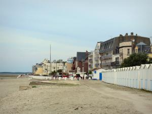 Le Crotoy - Bay of Somme: beach huts, buildings and houses;
