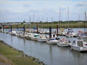 Le Crotoy - Bay of Somme: marina with its boats and sailboats