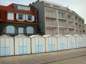 Le Crotoy - Bay of Somme: beach huts, house and building