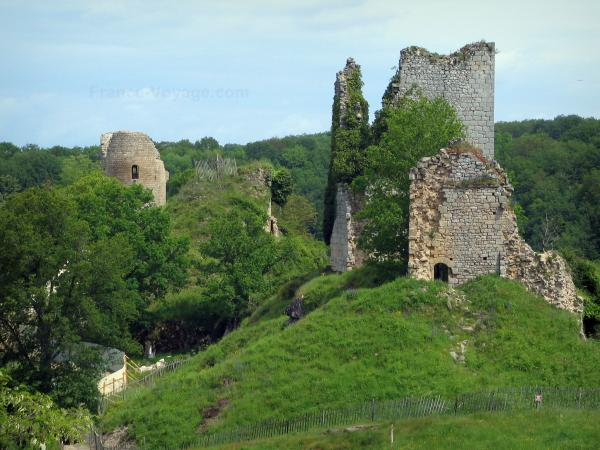 The Crozant castle - Tourism, holidays & weekends guide in the Creuse