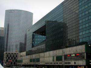 La Défense - Shopping centre, building and tower