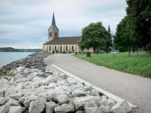 Der-Chantecoq lake - Church of the Champaubert peninsula and walk along the lake (artificial)