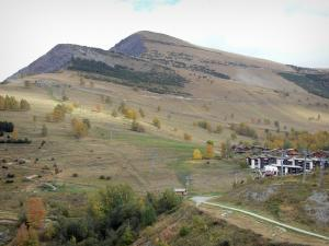 Les Deux Alpes - Les 2 Alpes: ski area and ski lifts in autumn, chalets and buildings of the resort