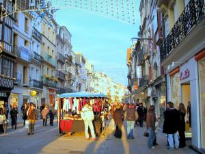 Dieppe - Lively shopping street with its houses and its shops