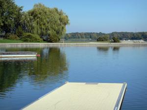 Divonne-les-Bains - Spa town: lake (artificial lake) surrounded by trees; in the Pays de Gex
