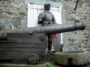 Dol-de-Bretagne - Ancient armor and cannon