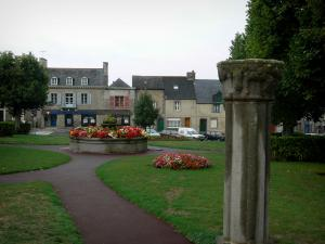 Dol-de-Bretagne - Green space decorated with flowers and houses of the city