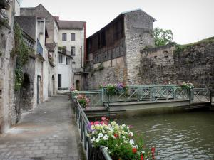 Dole - Bridge spanning the Tanneurs canal, walk along the water, rails decorated with flowers and houses of the old town