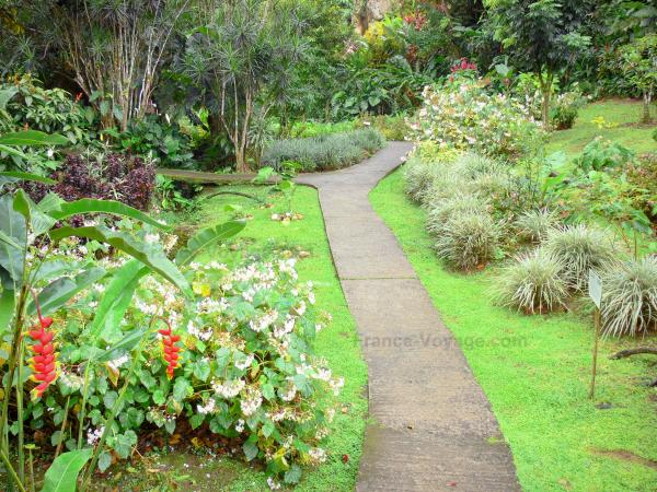 The domaine de valombreuse tourism holiday guide for Jardin tropical guadeloupe