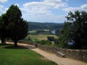 Domme - Walk with view of the Dordogne valley, in Périgord