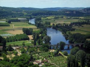 Domme - From the fortified town, view of the Dordogne valley (river), in Périgord