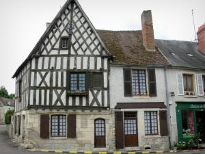 Donzy - Facades of houses in the village, half-timbered house