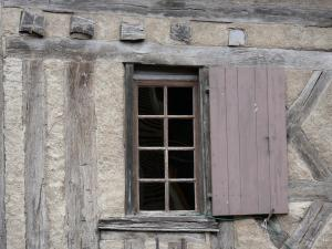 Donzy - Window of a half-timbered house