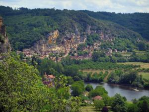 Dordogne valley - Village of Roque-Gageac, Dordogne river, cliffs, trees and forest, in Périgord