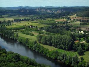 Dordogne valley - The River Dordogne, trees, fields and cliffs in background, in Périgord