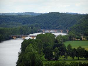 Dordogne valley - Bridges spanning the River Dordogne, trees along the water, fields and forest, in Périgord