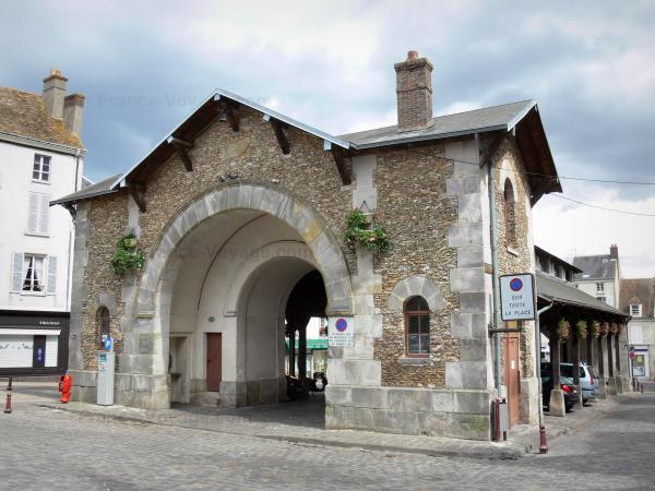 Dourdan - Pavilion of the covered market hall