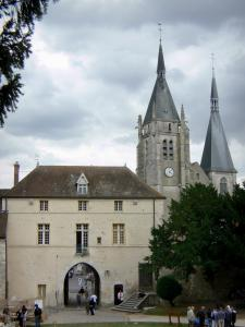 Dourdan - Museum of the castle and bell towers of the Saint-Germain l'Auxerrois church