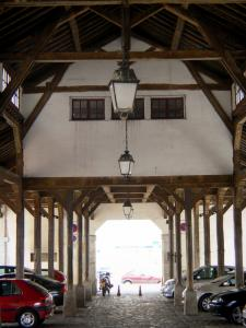 Dourdan - Under the covered market hall