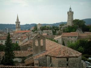 Draguignan - View of the Minimes chapel, roofs of houses, the Horloge tower and the bell tower of the Saint-Michel church