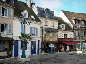 Dreux - Houses, shops, café terrace and lampposts of the Métézeau square