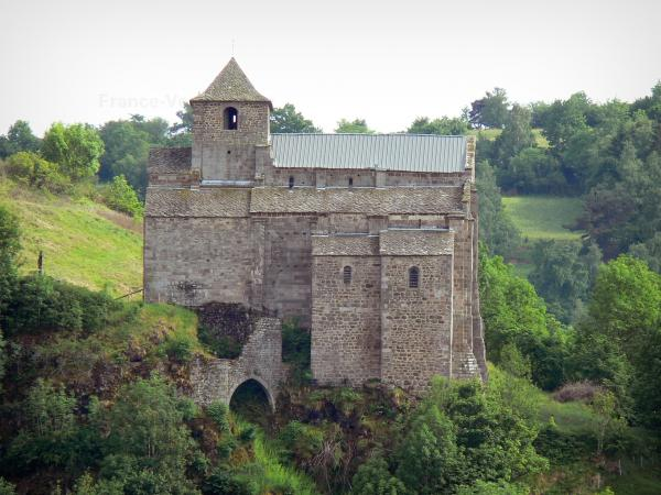 L'église Saint Pierre de Bredons