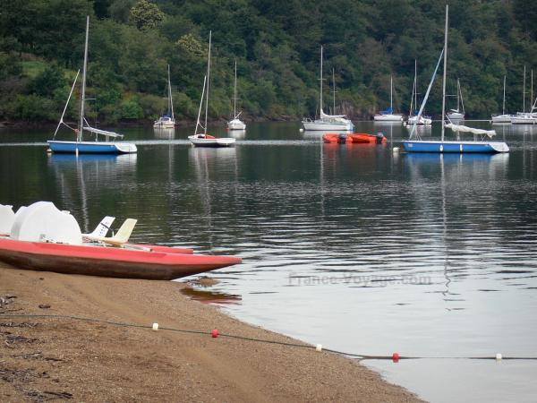 Éguzon lake - Tourism, holidays & weekends guide in the Indre