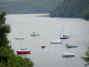 Éguzon lake - Chambon lake: view of the stretch of water with boats and wooded banks