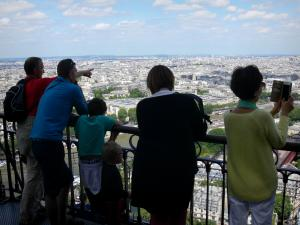 Eiffel tower - Visitors admiring the view of Paris from the second floor