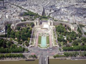 Eiffel tower - View of the Seine river, the Palais de Chaillot and the Trocadéro gardens from the third floor of the Eiffel tower