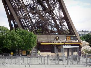 Eiffel tower - Entrance of the East pillar