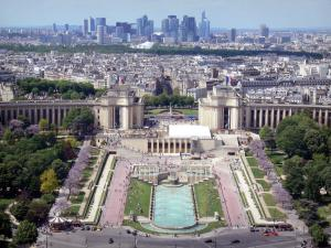 Eiffel tower - View of the Trocadéro gardens, the Palais de Chaillot and the La Défense district in the background from the top of the tower