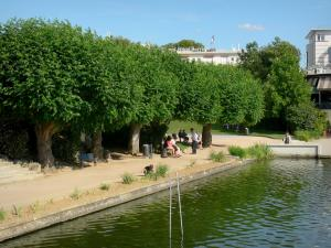 Enghien-les-Bains - Spa town: rose garden with its trees, benches and walk along the lake