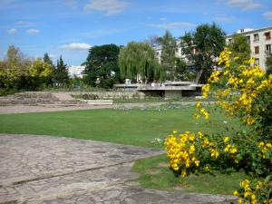 Enghien-les-Bains - Spa town: alleys, lawns, trees and flowerbeds in the rose garden